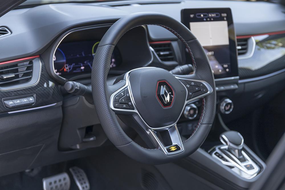 SUV-coupe compact E-Tech demaraj.ro